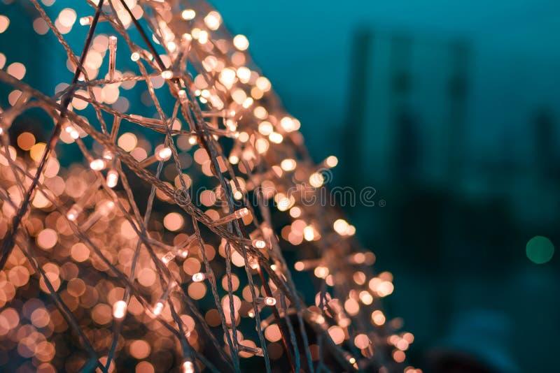 Sluit omhoog van Kerstmis LEIDENE warme lichten met bokehlichten op achtergrond, exemplaarruimte royalty-vrije stock foto's