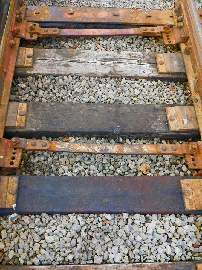 Sluit omhoog van kleurrijke spoorwegsporen stock afbeeldingen