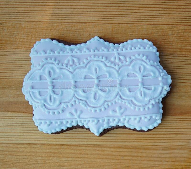 Sluit omhoog van koekje van de Kerstmis het met de hand gemaakte peperkoek op houten plaat 6 royalty-vrije stock foto