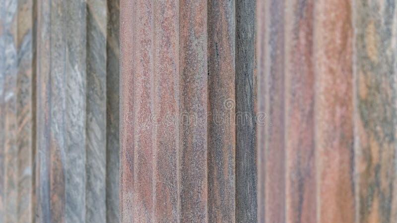 Sluit omhoog van kolommen met verticale gecanneleerde schachten royalty-vrije stock foto