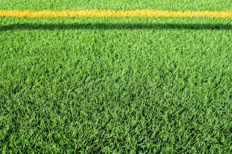 Sluit omhoog van kunstmatig gras van een voetbalgebied stock foto