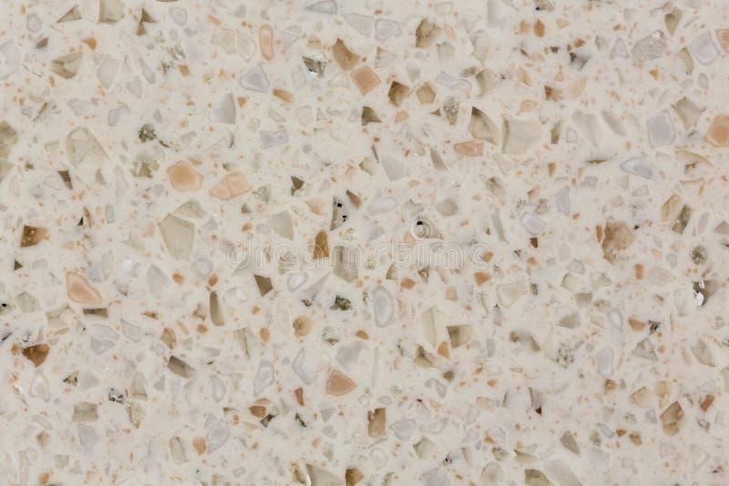 Sluit omhoog van lichtbruine, beige kunstmatige marmeren textuur royalty-vrije stock foto's