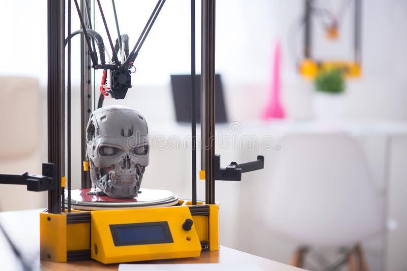 Sluit omhoog van model op de 3d printer wordt gedrukt die royalty-vrije stock fotografie