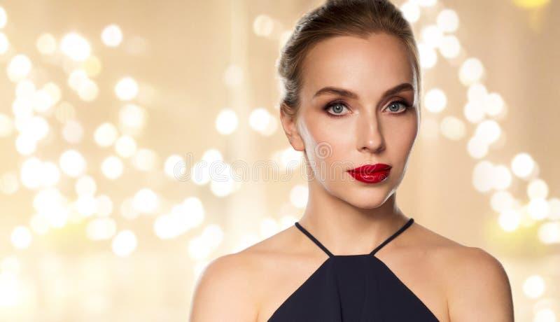 Sluit omhoog van mooie vrouw met rode lippenstift royalty-vrije stock foto