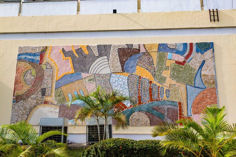 Sluit omhoog van muurschildering in vooraanzicht van Eerste Hotel Ibadan Nigeria stock foto's