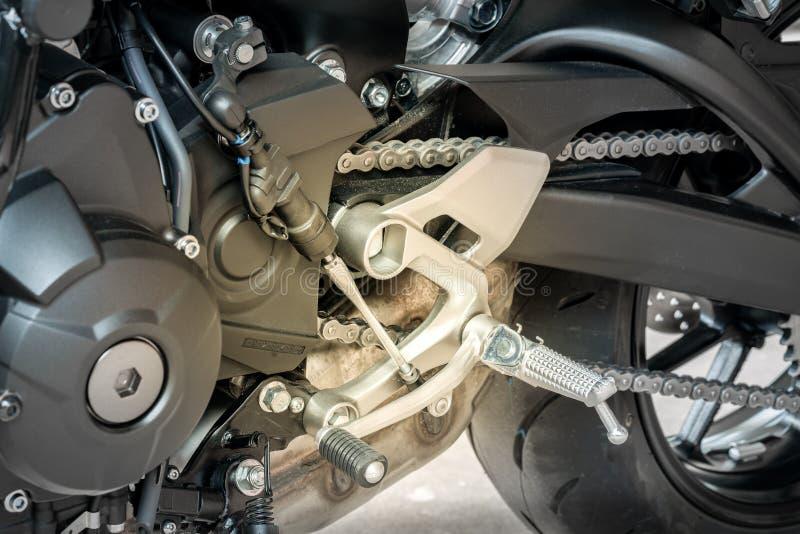 Sluit omhoog van QuickShifter-sensoren met versnellingshandel, is een apparaat dat clutchless versnellingshandel op een handtrans royalty-vrije stock fotografie
