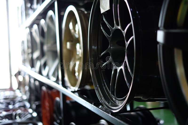 Sluit omhoog van randen van een auto stock afbeelding
