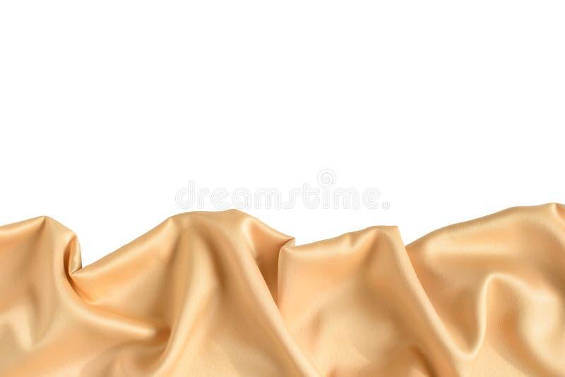 Sluit omhoog van rimpelingen in goud gekleurde zijdestof Satijn textielachtergrond Vrije exemplaarruimte royalty-vrije stock foto