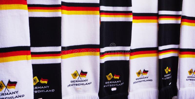 Sluit omhoog van sjaals met de kleuren van Duitse Vlag royalty-vrije stock foto's