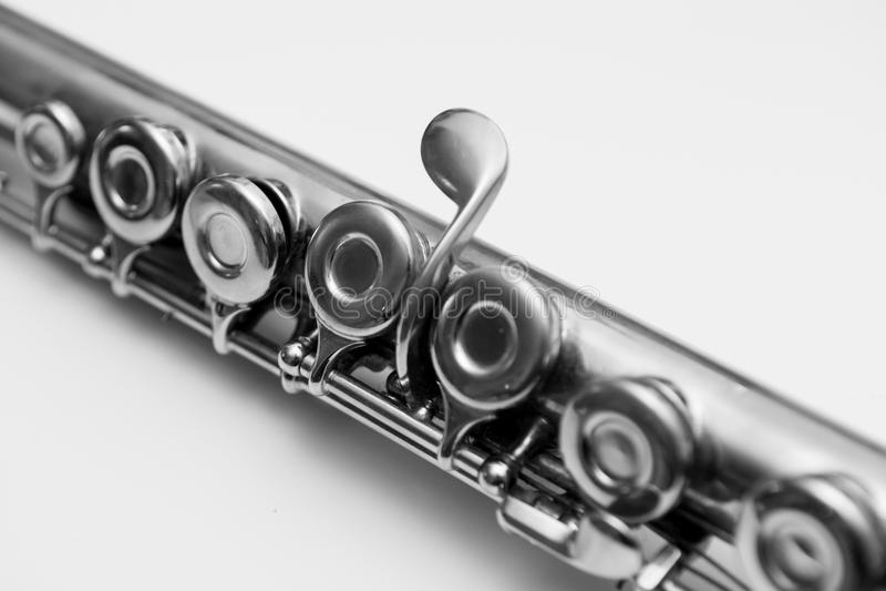 Sluit omhoog van sleutels van een fluit Klassiek muzikaal instrument royalty-vrije stock foto's