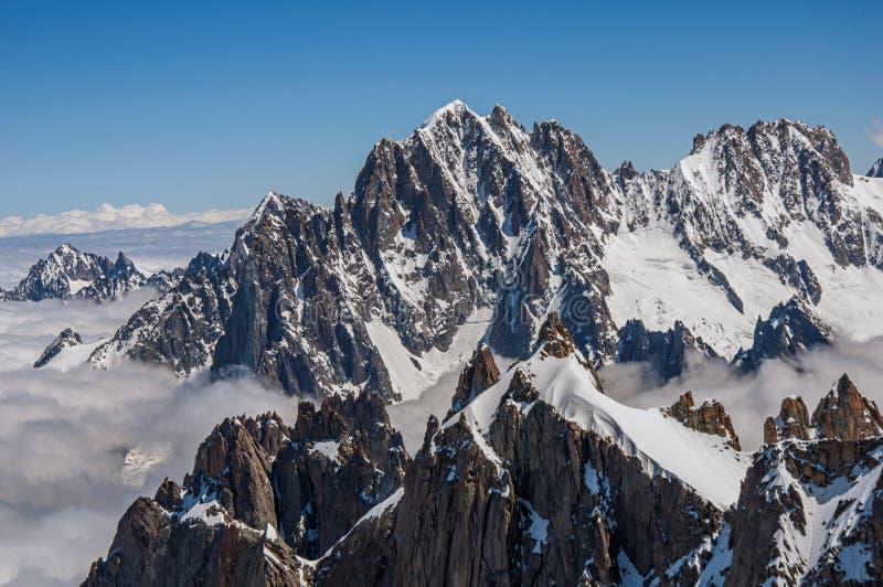 Sluit omhoog van sneeuwpieken, mening van Aiguille du Midi in Franse Alpen royalty-vrije stock foto