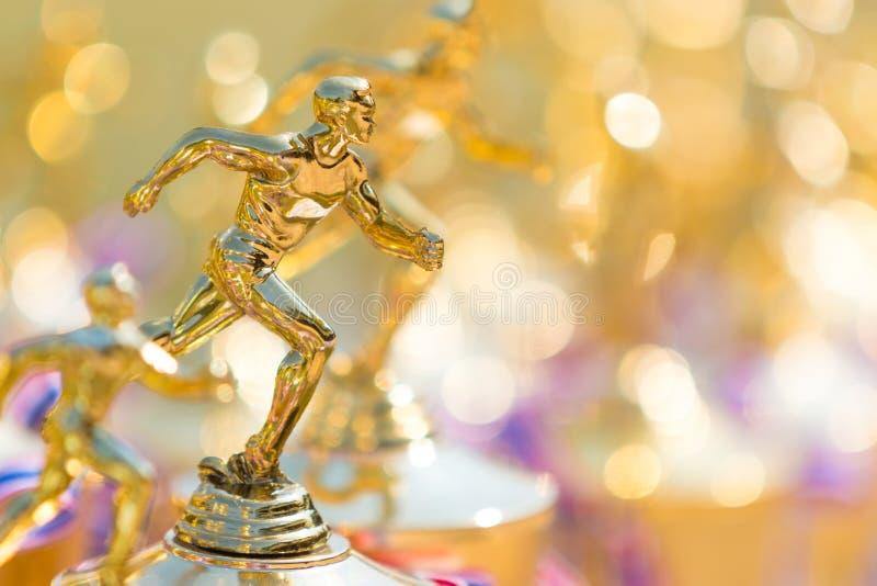 Sluit omhoog van spoor en gebieds lopende trofee stock fotografie