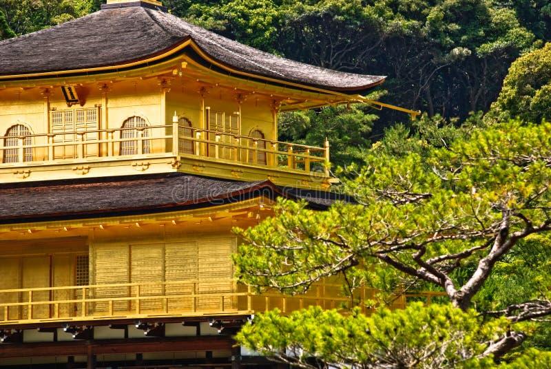 Sluit omhoog van tempel Kinkaku -kinkaku-ji in Kyoto, Japan. stock foto's