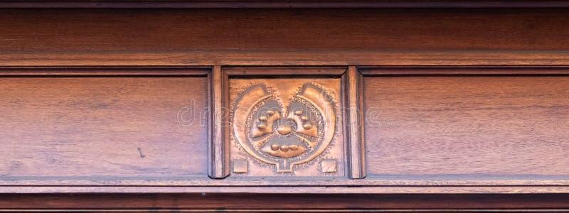 Sluit omhoog van typisch Art Nouveau-motief bij het inbouwen van het centrum van de stadscentrum van Brussel, België royalty-vrije stock afbeeldingen