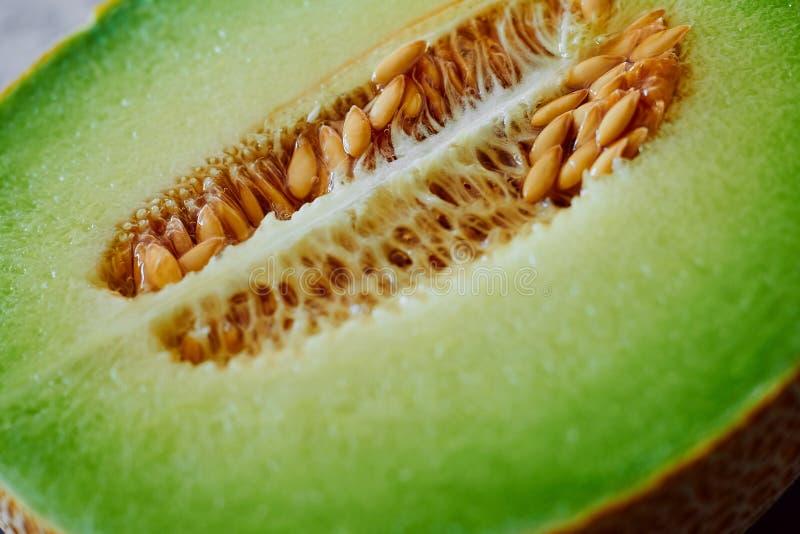 Sluit omhoog van verse, sappige meloen stock foto's