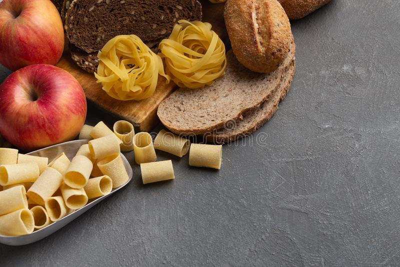 Sluit omhoog van voedsel met gezonde koolhydraten op grijs royalty-vrije stock afbeeldingen
