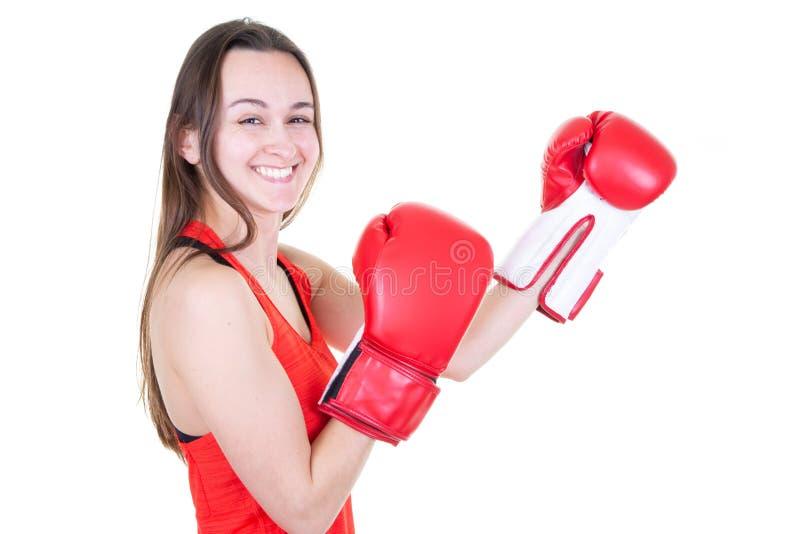 Sluit omhoog van vrolijke vrouw in het rode de handschoen van de strijdtribune in dozen doen stock afbeelding
