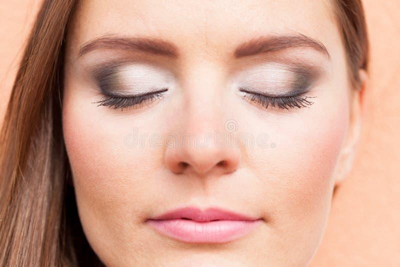 Sluit omhoog van vrouwengezicht met omhoog maken stock foto's