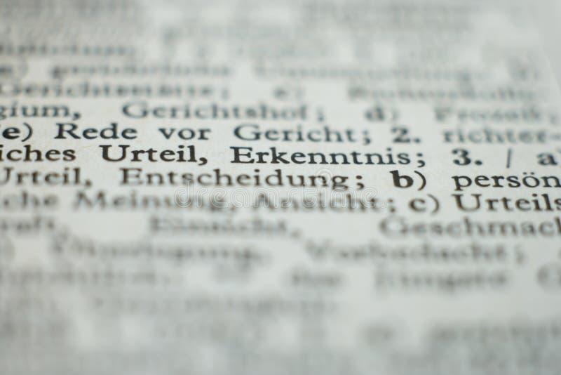 Sluit omhoog van woordenboekpagina stock foto