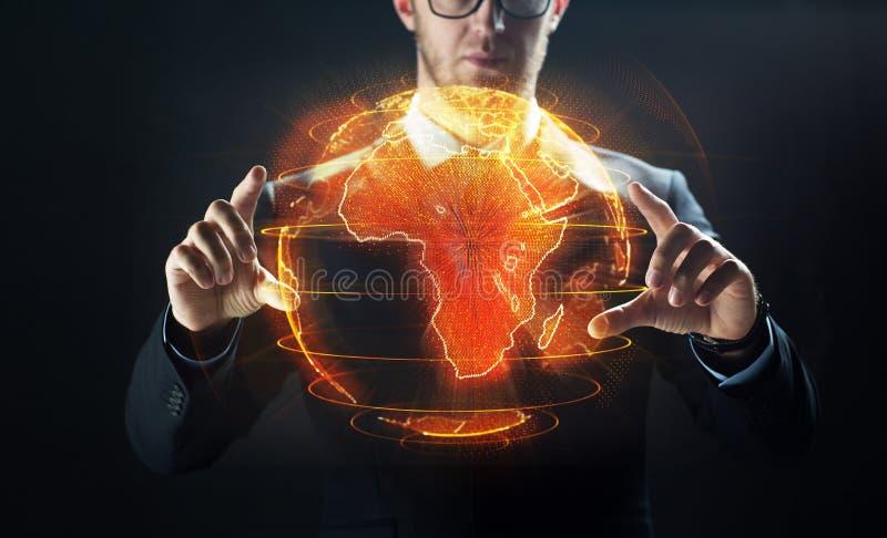 Sluit omhoog van zakenman met aardehologram stock fotografie