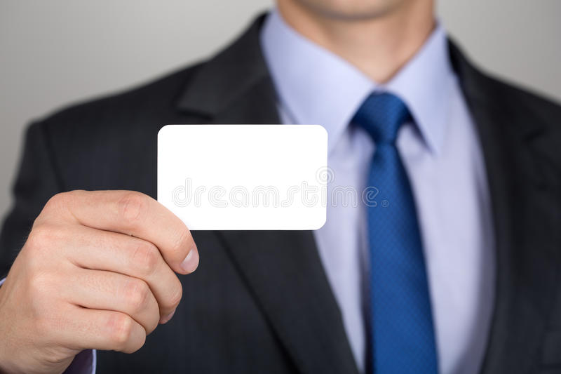 Sluit omhoog van zakenmanhand die adreskaartje tonen royalty-vrije stock fotografie
