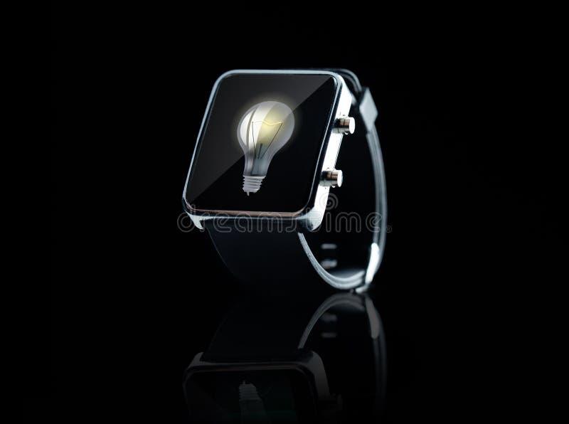 Sluit omhoog van zwart slim horloge royalty-vrije stock afbeelding