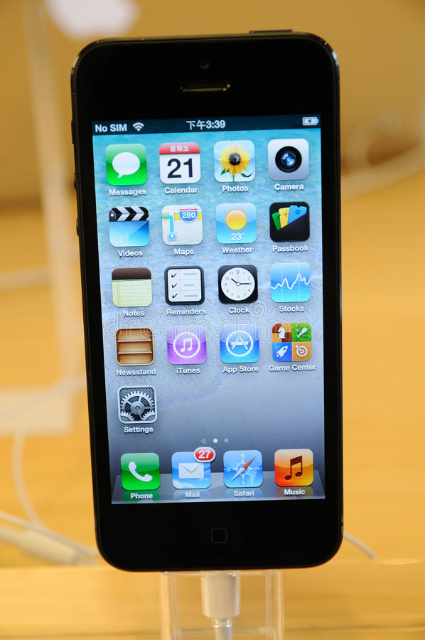 Sluit omhoog van zwarte iPhone 5 royalty-vrije stock afbeeldingen