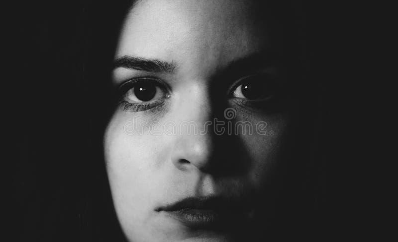 Sluit omhoog vrouwelijk portret stock foto's
