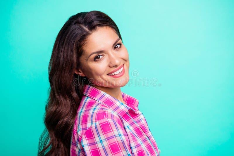 Sluit omhoog zijprofielfoto die witte mooie tanden verbazen zij haar dame het kindhearted makkelijke extatische toevallig dragen royalty-vrije stock foto