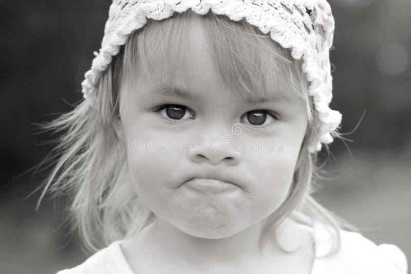 Sluit omhoog zwart-wit portret van meisje stock foto's