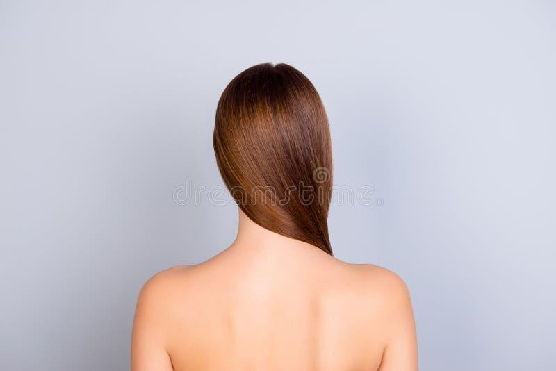 Sluit opgedoken achtermeningsfoto van jong bruin haired stan meisje royalty-vrije stock foto's