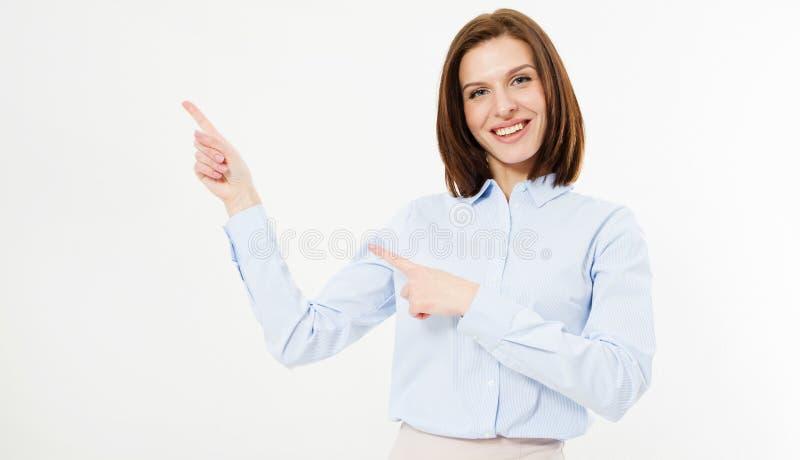 Sluit portret die van een gelukkig brunette vingers op witte achtergrond omhoog richten stock fotografie