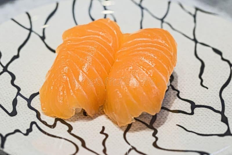 Sluit sushi omhoog verse zalm Japans voedsel voor gezond De sushi van de zalm stock foto's