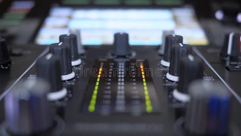 Sluit van mixer van het instrumenten speelmuziek van DJ stock foto's