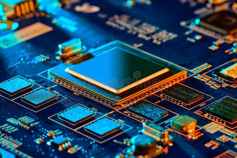 Sluiting van de elektronische printplaat High-tech-schakelbord stock afbeeldingen