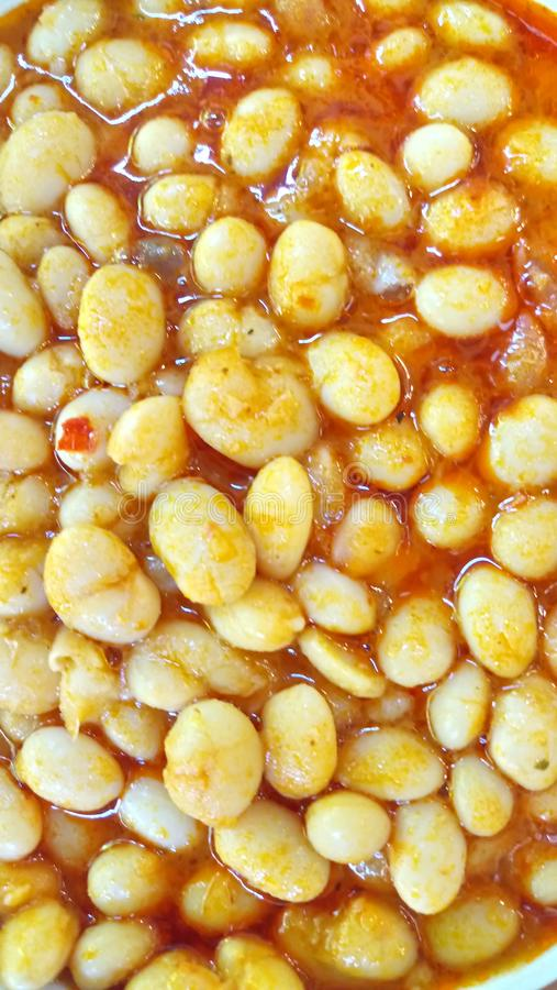 Sluiting van de traditionele Turkse maaltijd Kuru Fasulye stock afbeeldingen