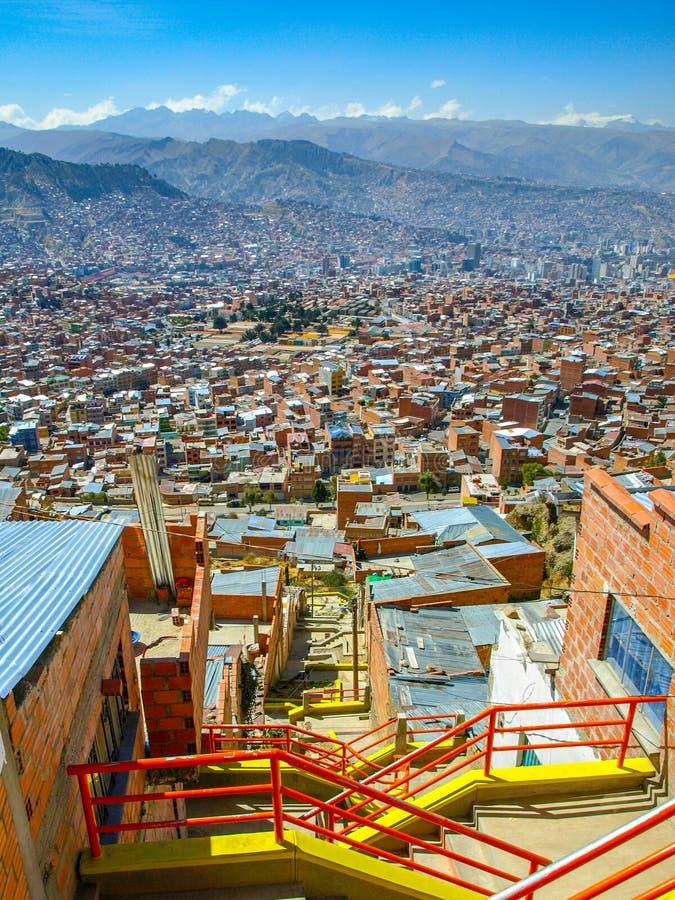 Slumhäuser im Steil von La Paz, Bolivien stockfoto