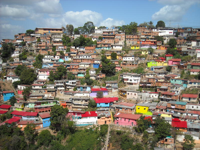 Slumkvarter på kullar, Caracas, Venezuela arkivbild
