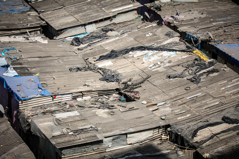 Slumkvartertak i Mumbai arkivbild