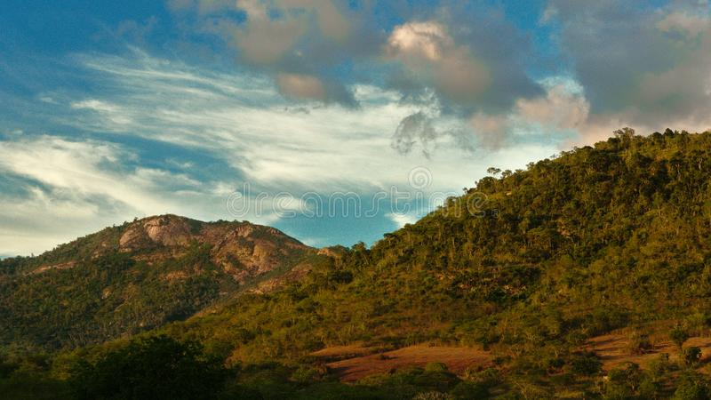 Slut av den guld- timmen, São José Hill, Feira de Santana, Bahia, Brasilien arkivfoto
