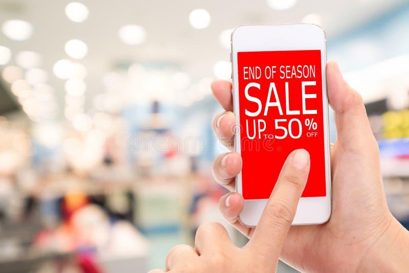Slut av konsumenten Shopp för rabatt för säsongSale upp till 50% befordran royaltyfria foton