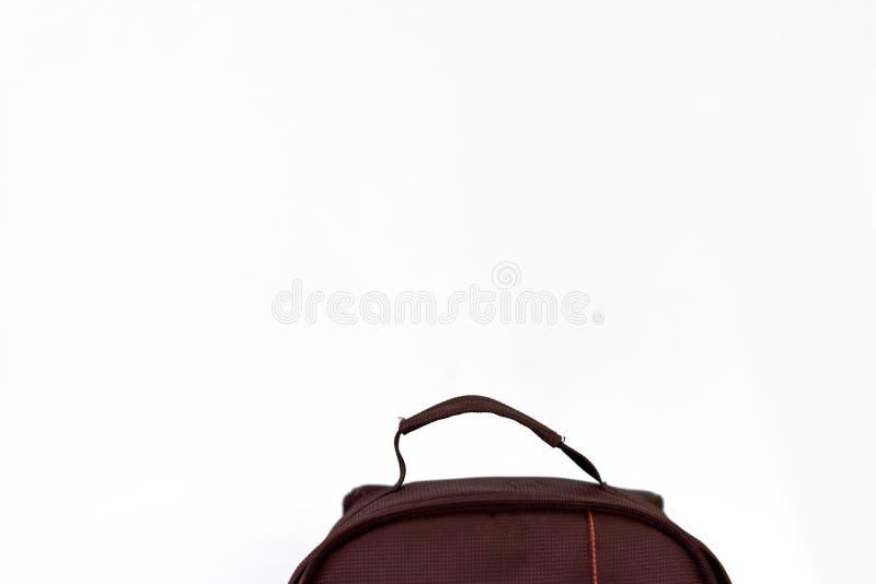 Slut för Hipstersvartryggsäck upp Del av resväskan av en handelsresande royaltyfri foto