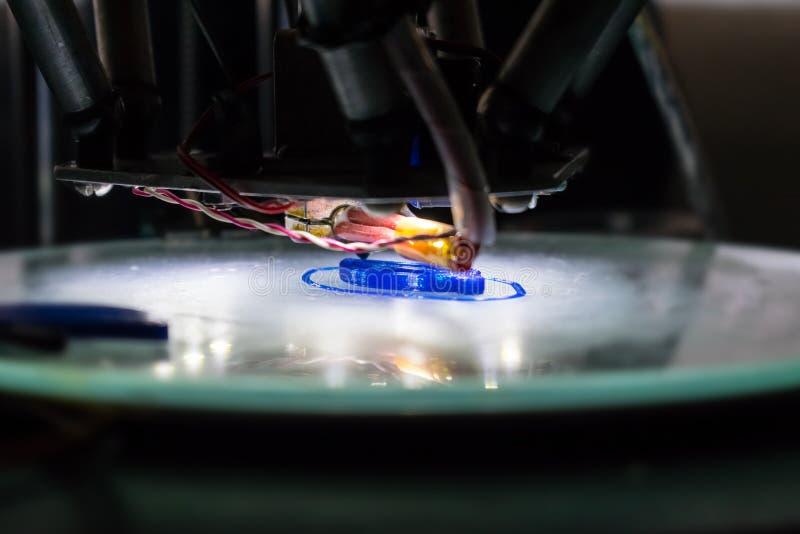 slut för process för printing 3d upp Automatisk tredimensionell pri 3d royaltyfri bild