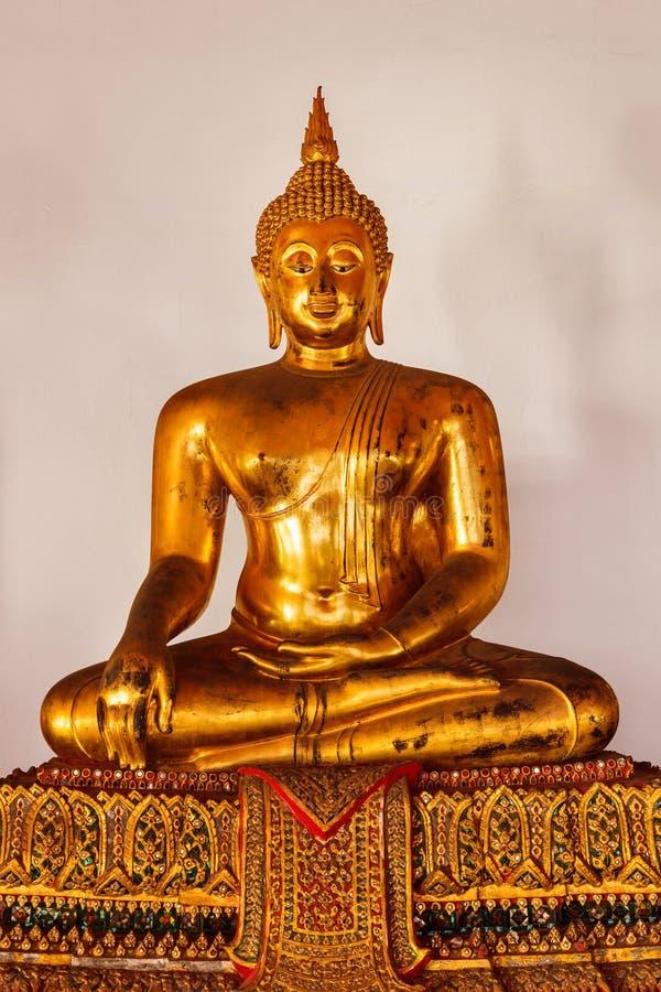Slut för sammanträdeBuddhastaty upp, Thailand royaltyfri fotografi