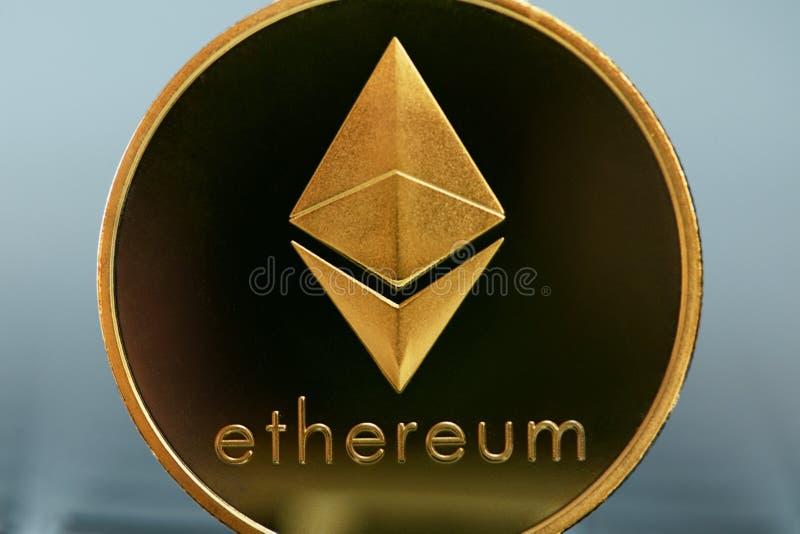 Slut för valuta för Ethereum mynt faktiskt upp royaltyfri bild