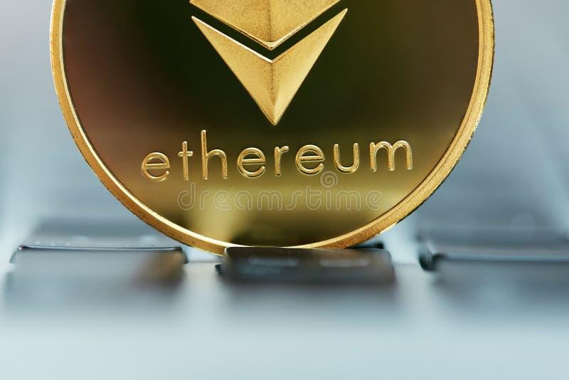 Slut för valuta för Ethereum mynt faktiskt upp royaltyfri fotografi