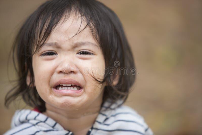 Slut upp att gråta för flicka för liten unge arkivbilder