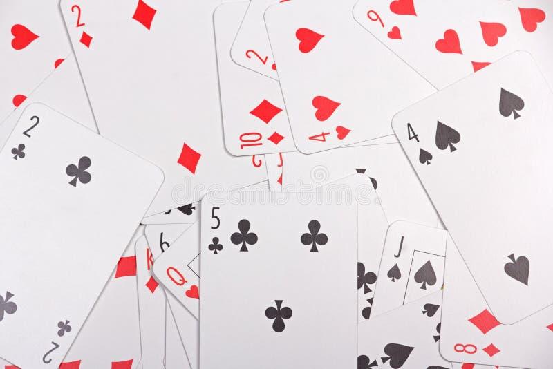 Slut upp av att spela kort med nummer arkivbild