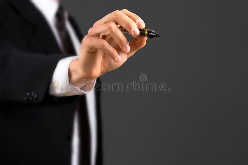 Slut upp av den affär klädde hållande markören för manlig hand arkivfoto