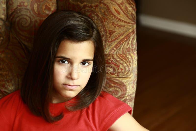 Slut upp av den allvarliga latina flickan royaltyfria foton